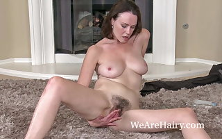Hairy skirt Veronica Snow relaxes after hyperactive