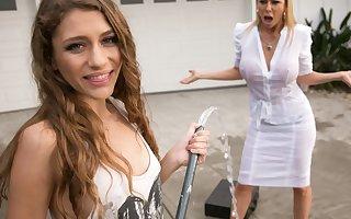 Mom needs her clean car! - Overstep Lynn, Alexis Fawx