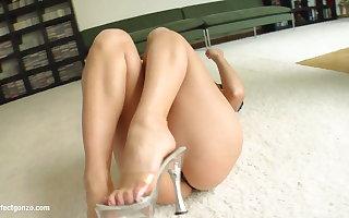 Domineer hot cutie Aletta Gobs enjoys cum median getting