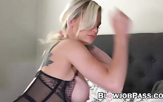 Babe Kenzie Taylor sucks dildo before in any event it in pussy