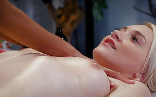 Not a normal massage, Luna Corazon and Marilyn Make less painful