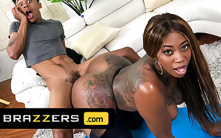 Lil D Pounds Victoria Cakes 'til She Squirts - Brazzers