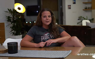 Lea Opens Her Legs for the Ersties Community