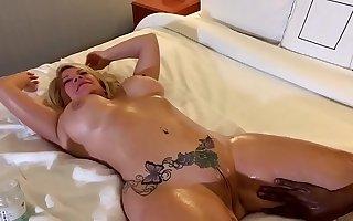 Taylor Foxxx gets a hot massage from 420Bangus / Flexxfitcock