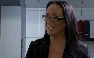 Mandy Bright fickt den Heizungsmonteur - Hardcore Sex with wage-earner