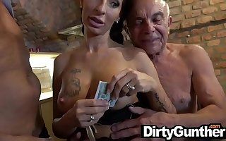 Dirty Old Gunther and His Fucked Up Backstage