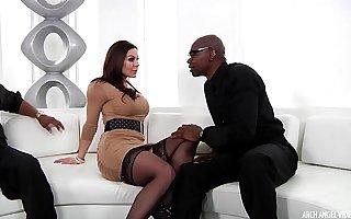 Busty MILF Kendra Lust interracial threeway